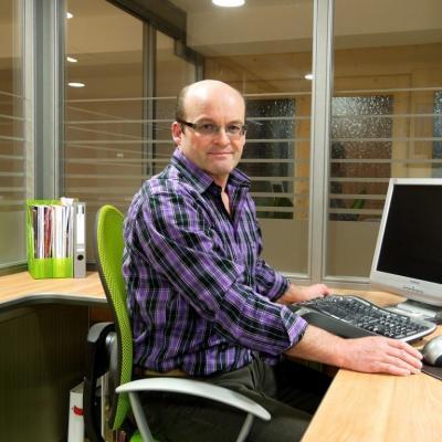 Albert Holzmüller, Geschäftsführer der GmbH, nützt seine über 30-jährige Erfahrung bei der Planung und Umsetzung in Sachen Fenster, Haustüren und Innentüren.