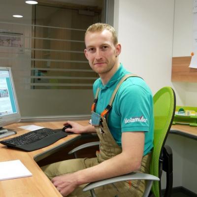 Mathias Sedlmair, Prokurist und rechte Hand des Chef`s, ist Spezialist bei allen Lösungen im Bereich Planung, Fertigung und Montage von Möbel für Privat- und Objektkunden.